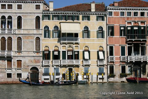 5-Gondolier on Grand Canal.jpg