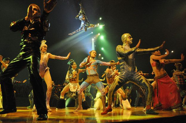 The cast of Totem during the finale.