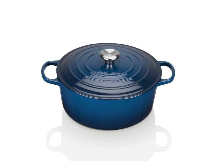 The Signature Cast Iron Sound Casserole dish by Le Creuset is a household essential that can not be mistaken nor should it be overlooked. It is perfect for all of those hearty recipes from soups and casseroles to slow-cooked lamb!