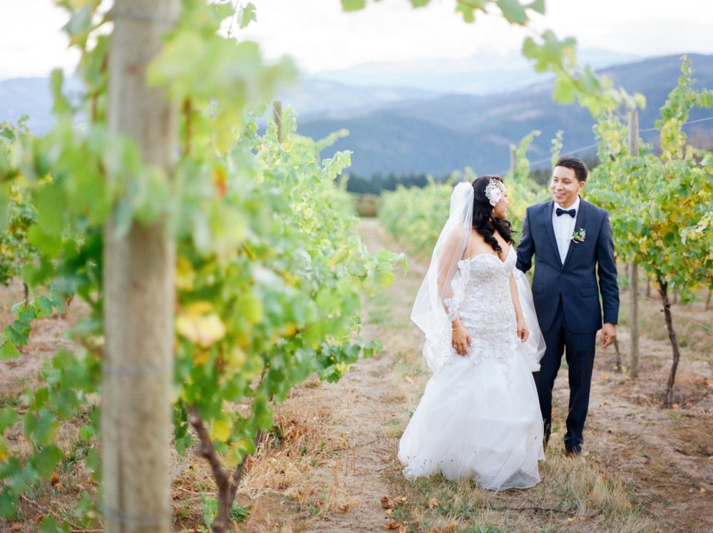 gorge-crest-vineyards-wedding-washington.jpg