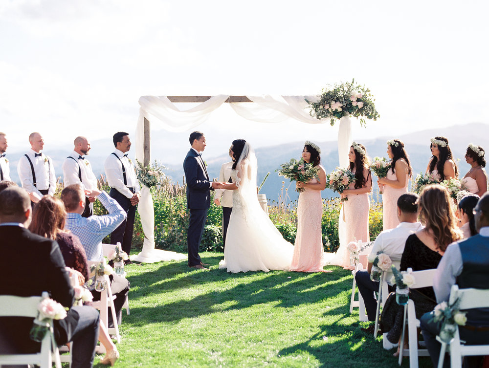 gorge-crest-vineyards-wedding-photographer-1.jpg