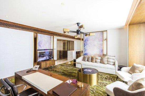 deluxe-suite-1.jpg