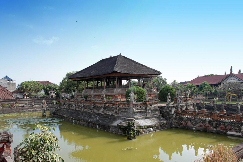 Klungklung-temple-23492885.jpg