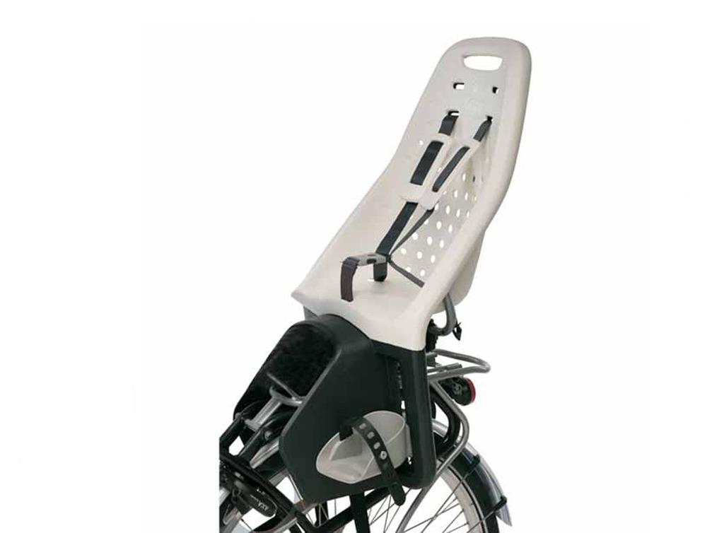 Yepp Maxi Easyfit 150€   Taakse kiinnitettävä Yepp istuin, joka kiinnitetään pyörän tarakkaan erillisen Easyfit adapterin avulla. Sopii lapselle, joka on täyttänyt 9kk ja sitä voi käyttää jopa 6 vuoden ikään asti. Adaptereita voi hankkia useampaan pyörään ja istuimen saa helposti siirrettyä pyörästä toiseen.
