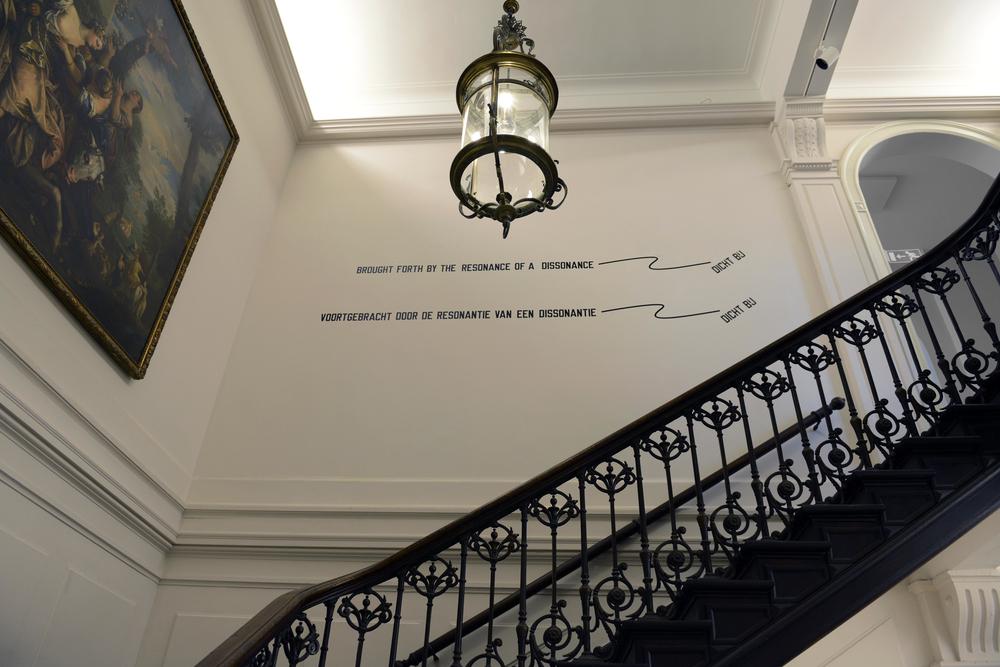 Lawrence Weiner in het Koninklijk Atheneum Antwerpen  © Rudi Audiens