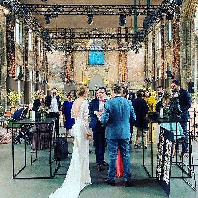 Vandaag trouwen Hanna en Thomas in Zaal AthenA. De catering wordt voorzien door @sircatering en @levipartyrental zorgde voor het perfecte meubilair.