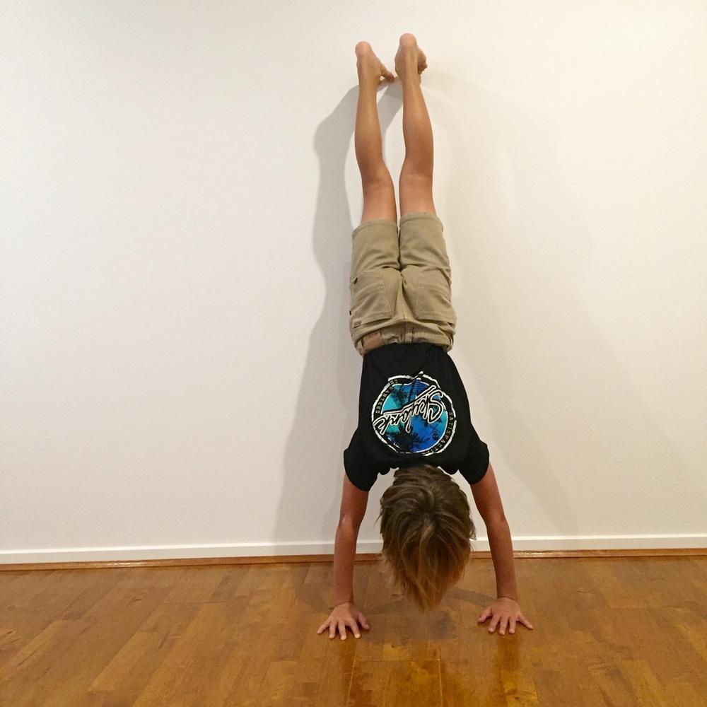 Handstand (adho muka vrksasana)