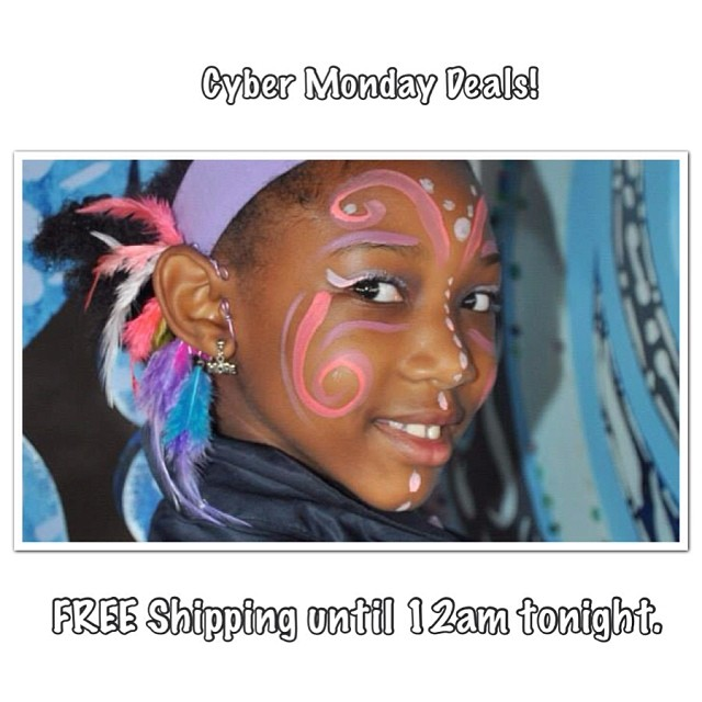 Free shipping till 12am tonight.        #charmedfeathers #earcuffs #creationnation #kids #bb #cybermonday #deals #sale #freeshipping #jewelryforsale              photo by @peachluv