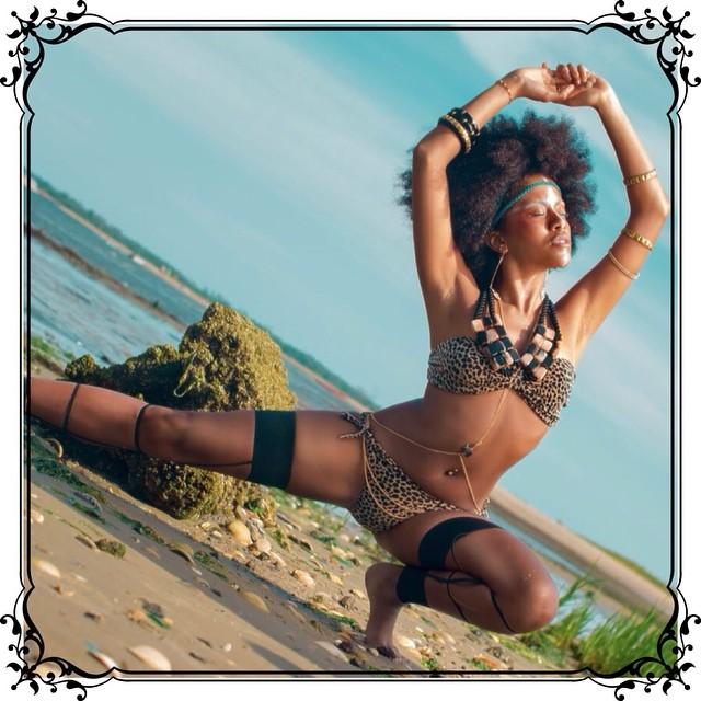 Tribal photo shoot featuring  Charmed Feather body chain.           #charmedfeathers #tribaljewelry #beachphotoshoot #tribal #aotd            Photographer @pnbphotography Model @beautyfoster             Stylist @jocelyn_analee