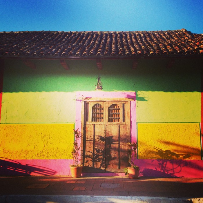 thechicnomad: Color in Granada!!!