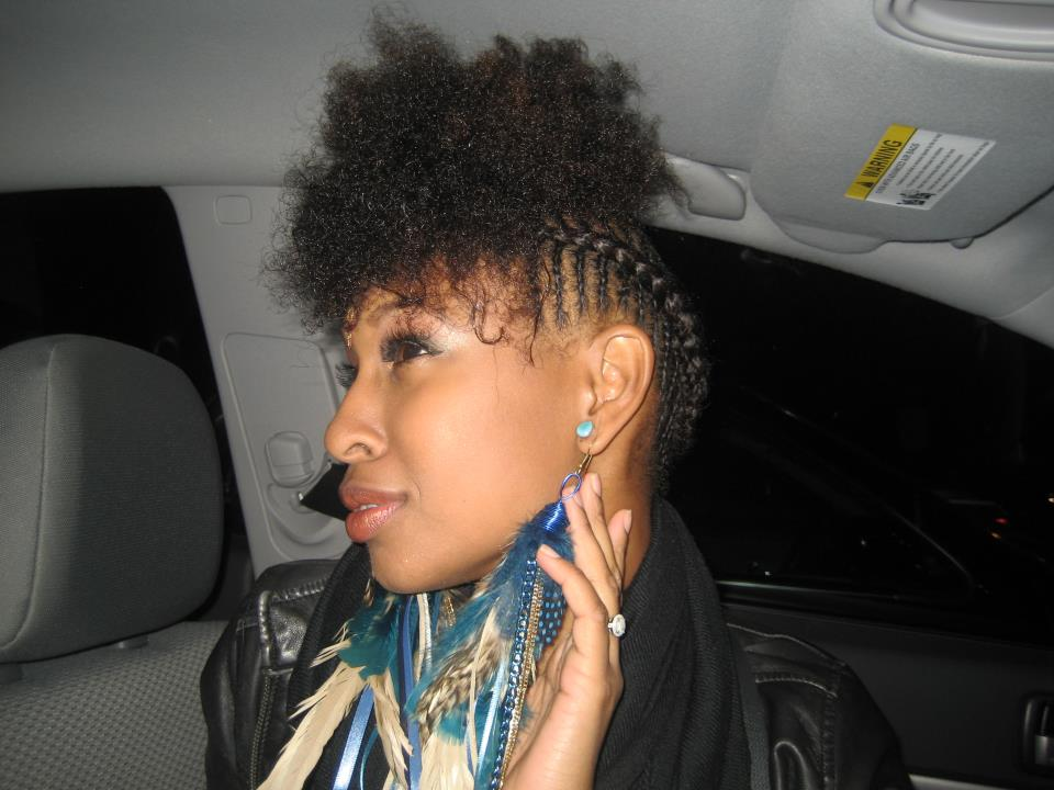 Maimouna Youssef looking oh soo fly in her feather earrings!!