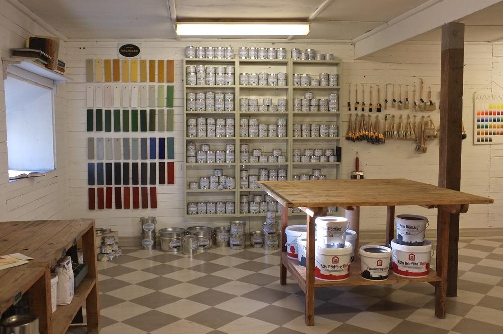 Återbrukets färgbutik säljer linoljefärg, slamfärg, tjäror, pigment mm