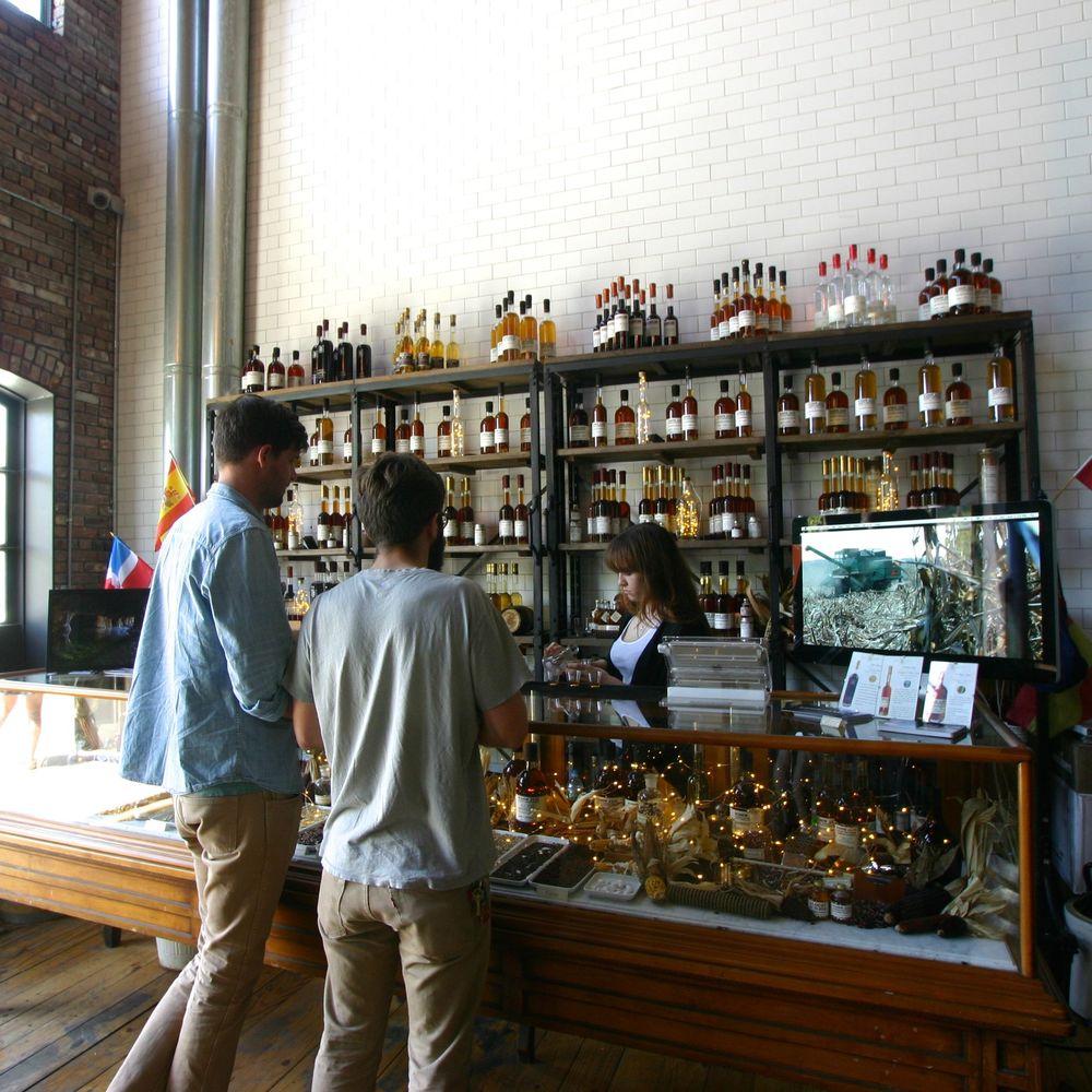 Bar/Gift Shop