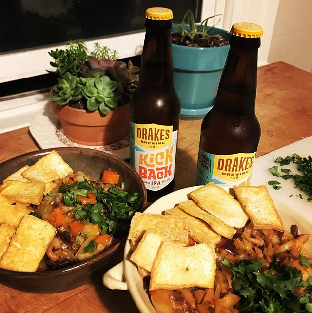 Sunday Kick Back time courtesy of @drakesbeer. The #ipa paired well with a stir fry with fried tofu, veggies, and black rice noodles. #vegan #sundayfunday #craftbeer #mission #yummy