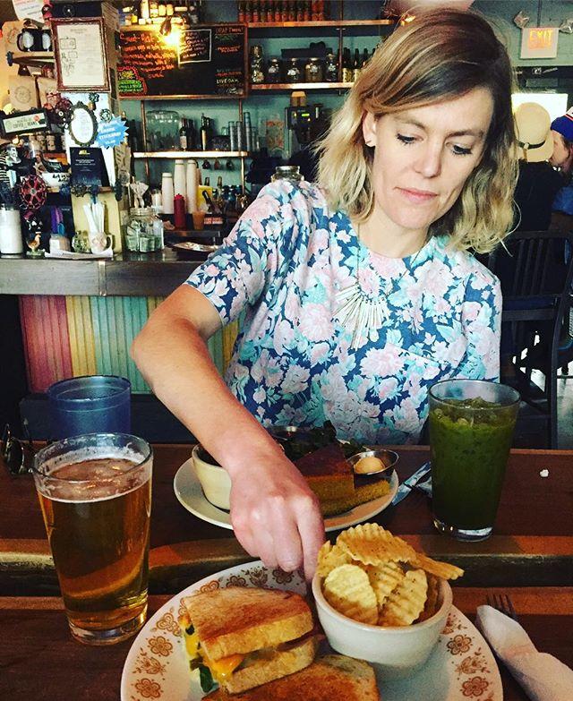 @chloe_rm stealing a chip during lunch at the funky @bouldincreekcafeatx. Final bier in ATX: @austinbeerworks crisp & floral Pearlsnap Pils #vegan #vegetarian #craftbeer #drinklocal #thief