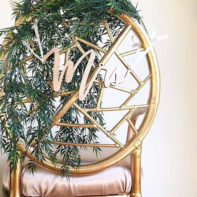 Still one of our all-time favorite shots (and featured on @theknot 🎉 🎊 🎉). Mrs&Mr/Mr&Mr/Mrs&Mrs chair backers available in gold, silver, and our personal favorite: rose gold 😍