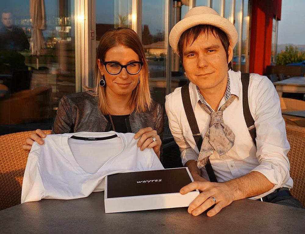 """Nadia und Thomas Escher mit dem angeblich """"perfekten weißen T-Shirt"""" Foto:Julius Steckmeister"""