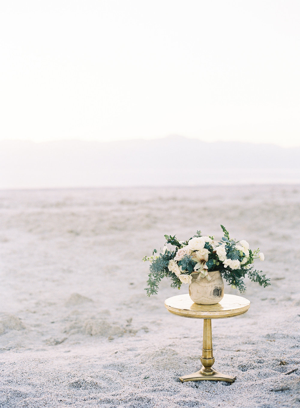 neutral wedding flowers