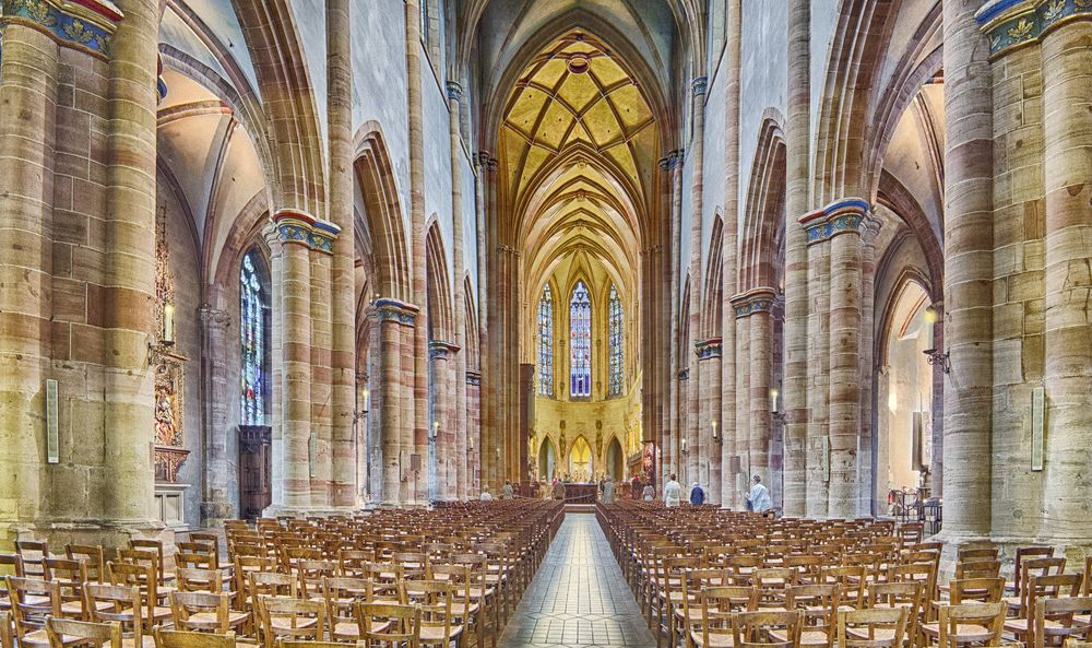 colmar cathedral pano16x27 for print.jpg