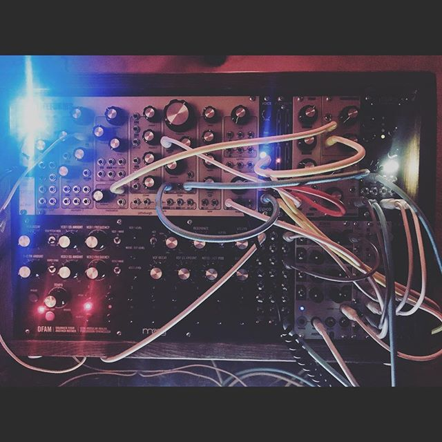 Is this like...science and stuff? 😍 Special thank you to @mrseri for my lovely clouds. So beautiful #modularsynth #synthpatcher #synthesizer #eurorack #mutableinstruments #pittsburghmodular #moog #audiodamage #2hp #ericasynths #intellijel #producer #songwriter #diy #losangeles