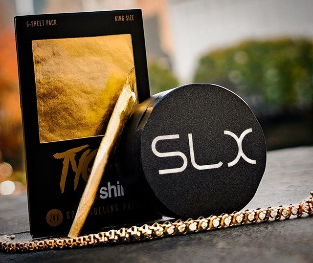 #Gold in Central Park. #Shine bright fam.  @shinepapers - - - - #ceramic #herbgrinder  #cannabis #legalizeit #lux #nyc #colorado #420 #420life #420blazeit #420photography #710 #710life #710community #marijuana #pot #headyart #headyglass #indicalife #headypendants #artglass #weedstagram #weedstagram420 #weshouldsmoke #letsgethigh #slxneversticks