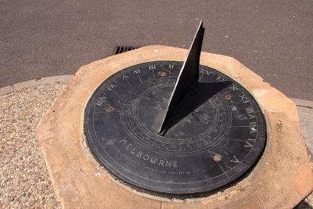 Melbourne_sundial_at_Flagstaff_Gardens.JPG