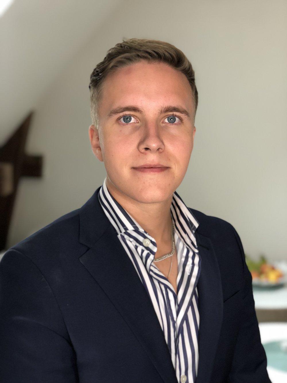 Mathias Bardland  VD, delägare  016 - 140555  mathias  @stadarna.se   Städarna ks56 AB Tullgatan 4 632 20 Eskilstuna  Arbetat på Städarna sedan 2017