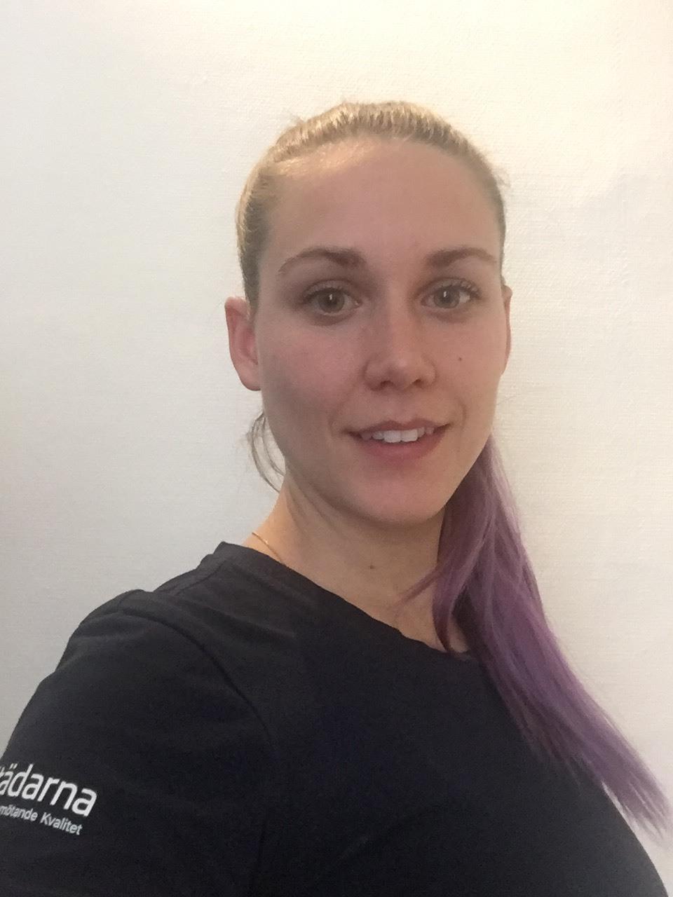 Emma Jakobsson  Arbetsledare  031 – 21 21 77  emma@stadarna.se   Städarna i Göteborg AB Fabriksstråket 24 433 76 Jonsered  Har arbetat på Städarna sedan 2016