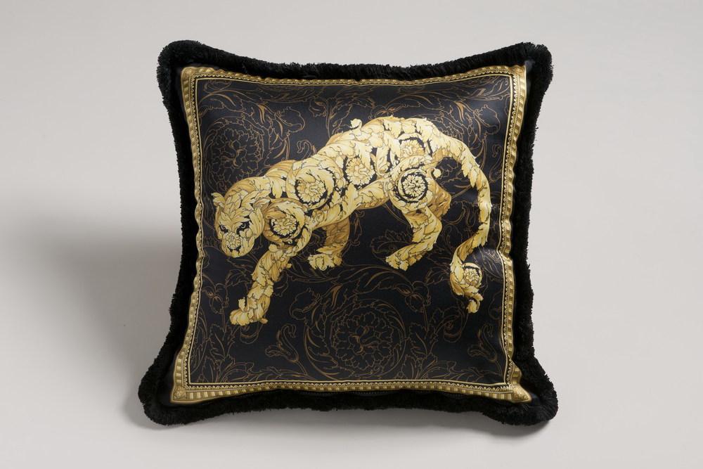 Versace Duyal cushion