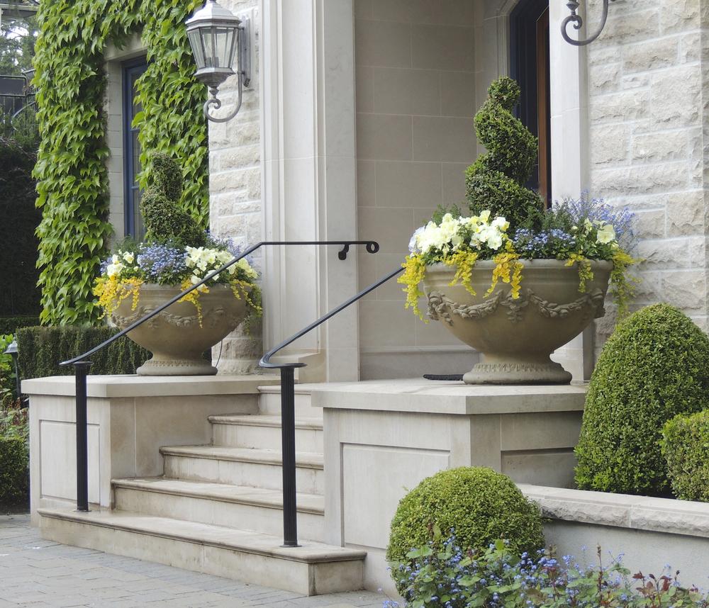 让不同时节的鲜花迎接不用季节的到来,是不是会让你的居室别有情趣?Designby  Outdoor Elements Group