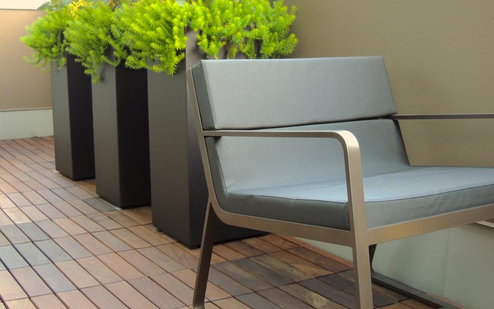 精致的居室,怎能没有相配的绿色盆景相配呢?  At Object Outdoors.