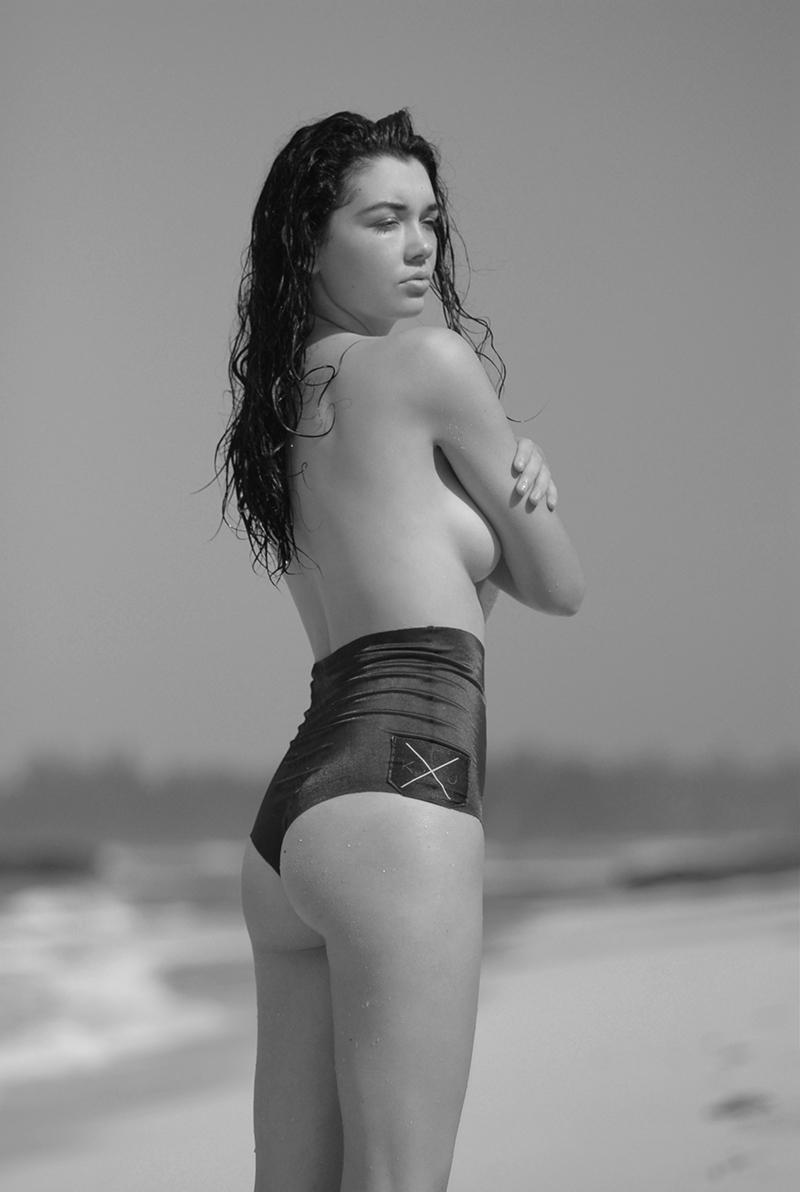 Swimbook_swimsuit_KJKINIS_High_waisted_Sydney_Rochelle_Bodner_DSC_0893.jpg