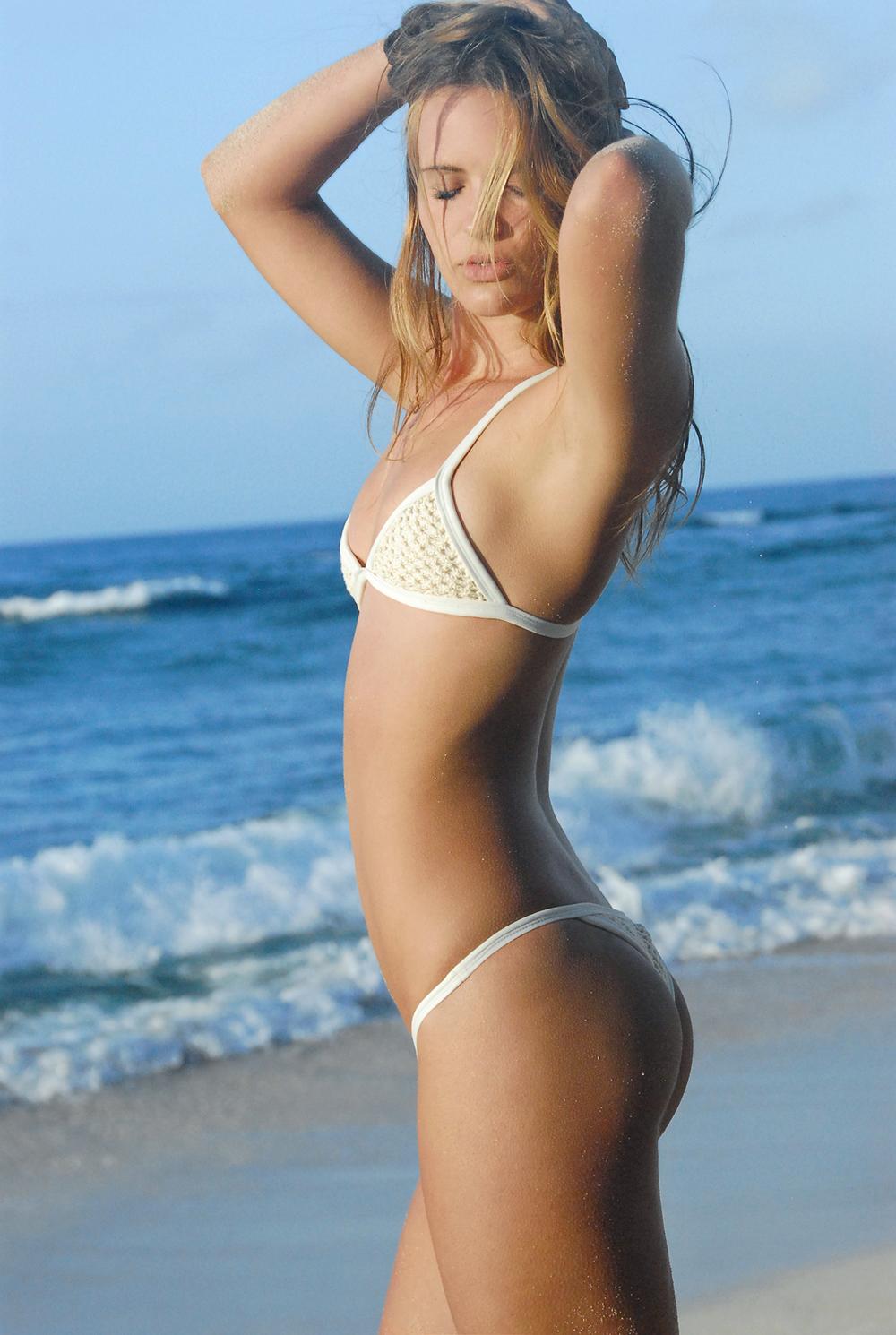 Swimbook_swimsuit_Posh_Pua_Kainalu_Crochet_White_Sand_Hayley_Barcia_DSC_0639.jpg