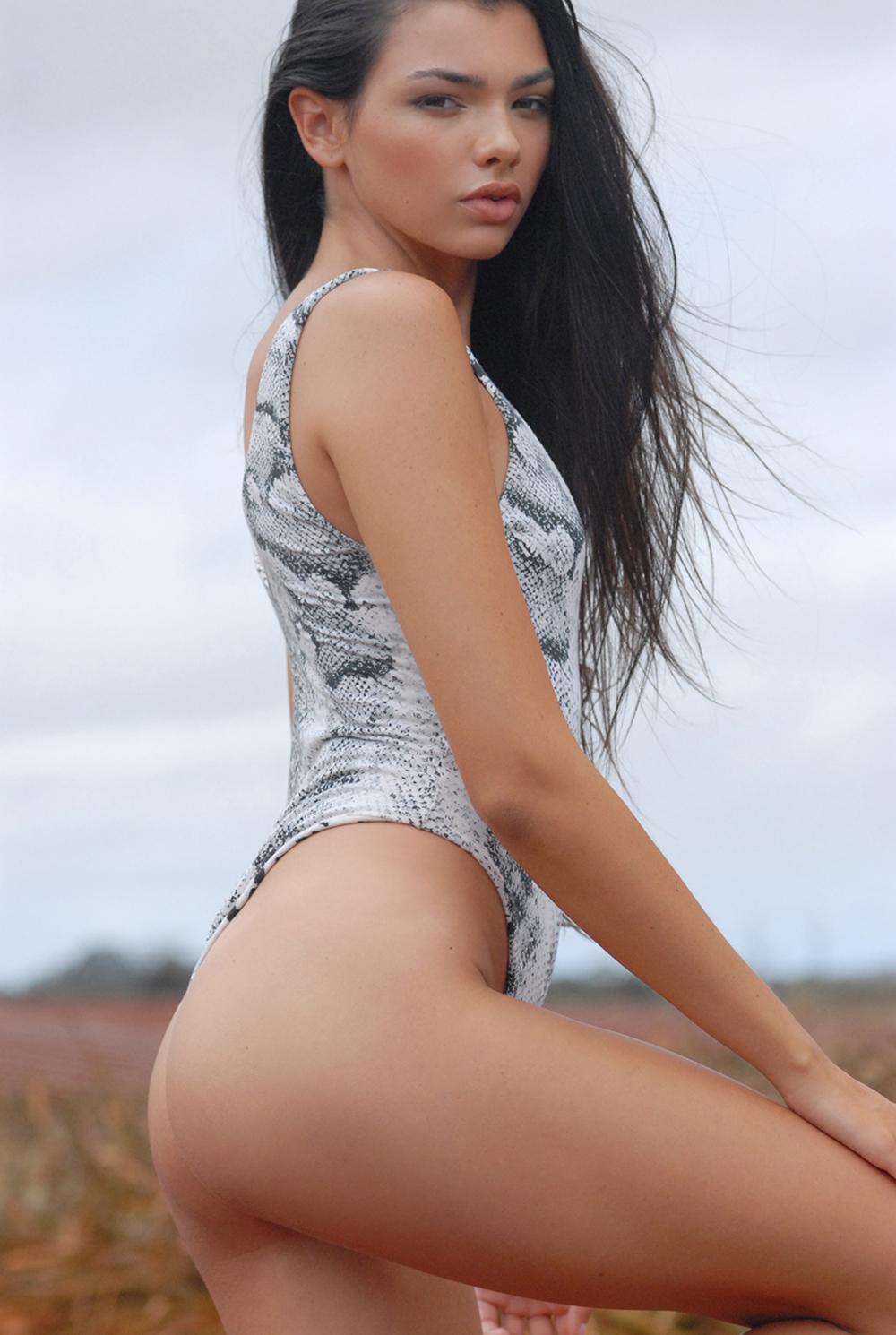 Swimbook_swimsuit_Indah_Kaitlyn_Hitsman_DSC_0196.jpg