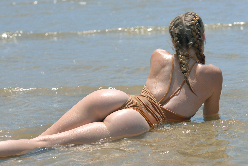 Swimbook_Siempre_Golden_swimsuit_McKenzie_Hatcher_DSC_0642.jpg