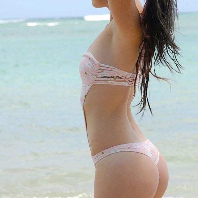 @kenzlanea #pinkpansies 👙 @frankiesbikinis