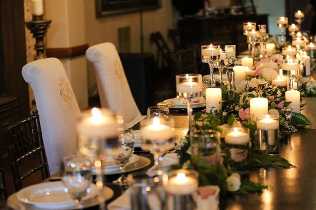 We always tell our brides  candles make a table!! 😘😍🔥💛 #houstonflorist #houstonweddings  #hosutonevents #maderaestates