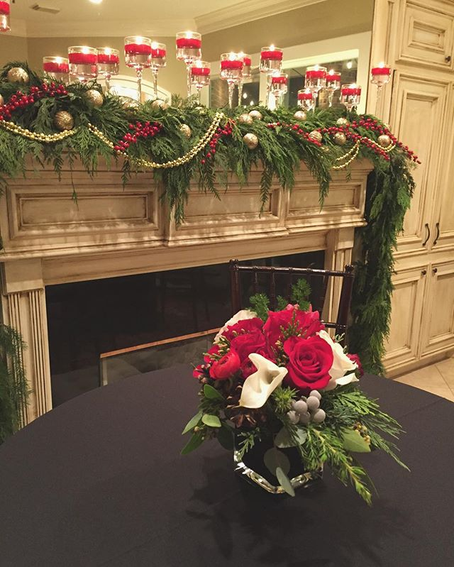 Loved being able to create a festive space for this Holiday party yesterday 🌲🎄🌹🌲#houstonflorist #houstonevents #garlands #roses #ginger #callas #holidayparties