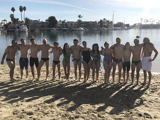 A proper ocean swim workout at Long Beach before we start our races from next weekend!  #longbeach #oceanswim #swimming #oceanswimming #swim #triathlontraining #triathlon #ocean