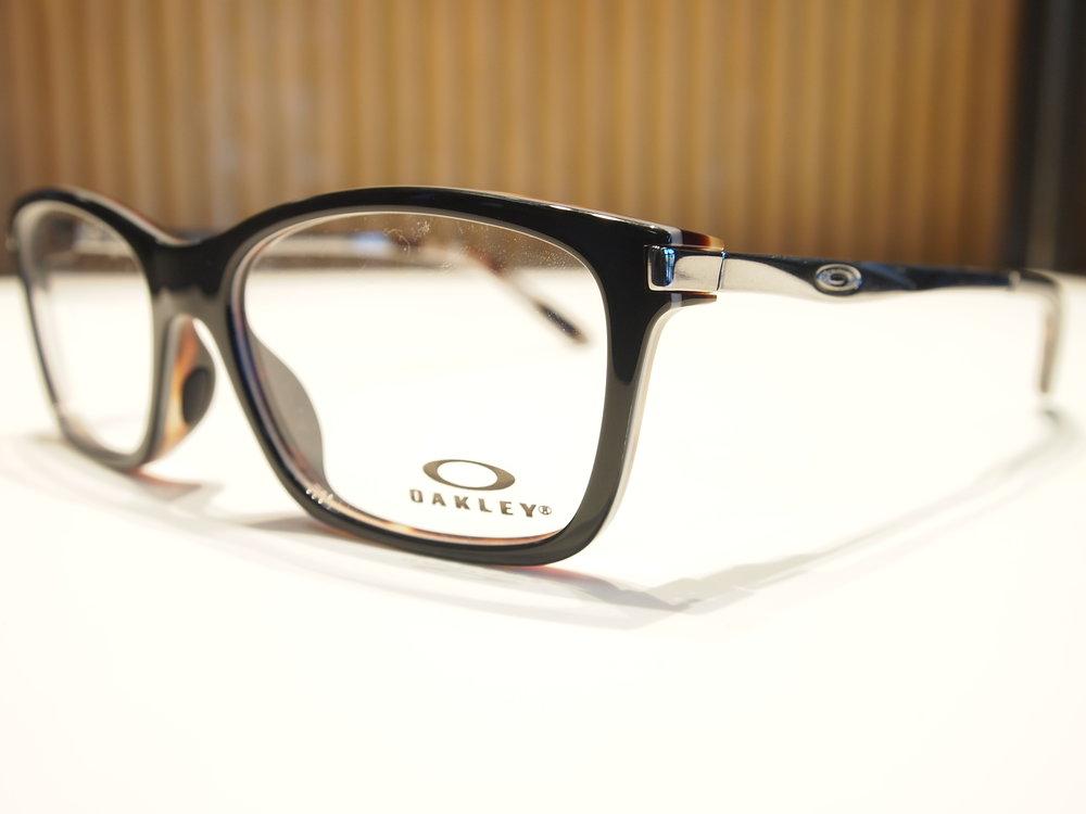Oakley 3B.JPG