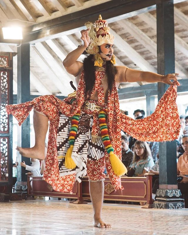 Stepping into Monday like . . .  #travel #igtravel #indonesia #yjogjakarta #folkindonesia #dancer #keratonjogja #traveljogja #beautifuldestinations  #digitalnomads  #passionpassport #postthepeople #travelgram #tourism #instago #passportready #wanderlust #ilovetravel #instatravelling #thevisualcollective #instapassport #postcardsfromtheworld #traveldeeper  #traveltheworld #igtravel #instago #travelpics #wanderer #wanderlust