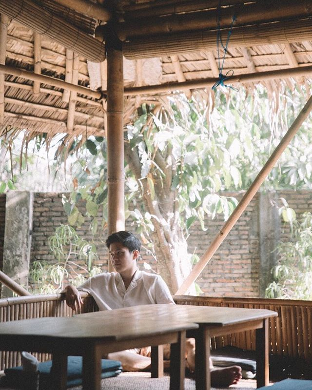 Sam Santai kuyyyyyyyyyy . . .  #travel #igtravel #indonesia #yjogjakarta #folkindonesia #dancer #keratonjogja #traveljogja #beautifuldestinations  #digitalnomads  #passionpassport #postthepeople #travelgram #tourism #instago #passportready #wanderlust #ilovetravel #instatravelling #thevisualcollective #instapassport #postcardsfromtheworld #traveldeeper  #traveltheworld #igtravel #instago #travelpics #wanderer #wanderlust