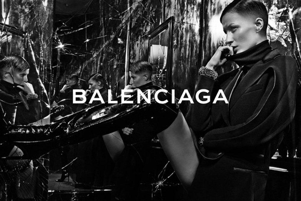 Balenciaga Model:Gisele Bündchen Photographer:Steven Klein Source: Balenciaga