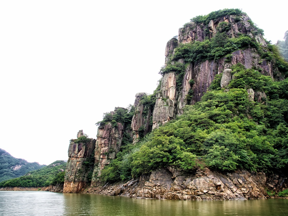 Dramatic rock formations on Chungjuho Lake