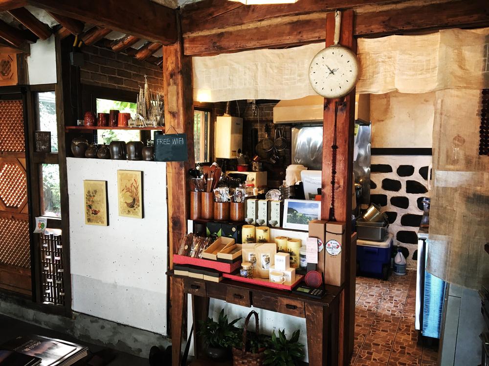 Tteuran's interior