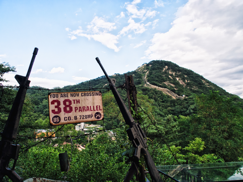 An old sign and rifles referring to the Korean War.