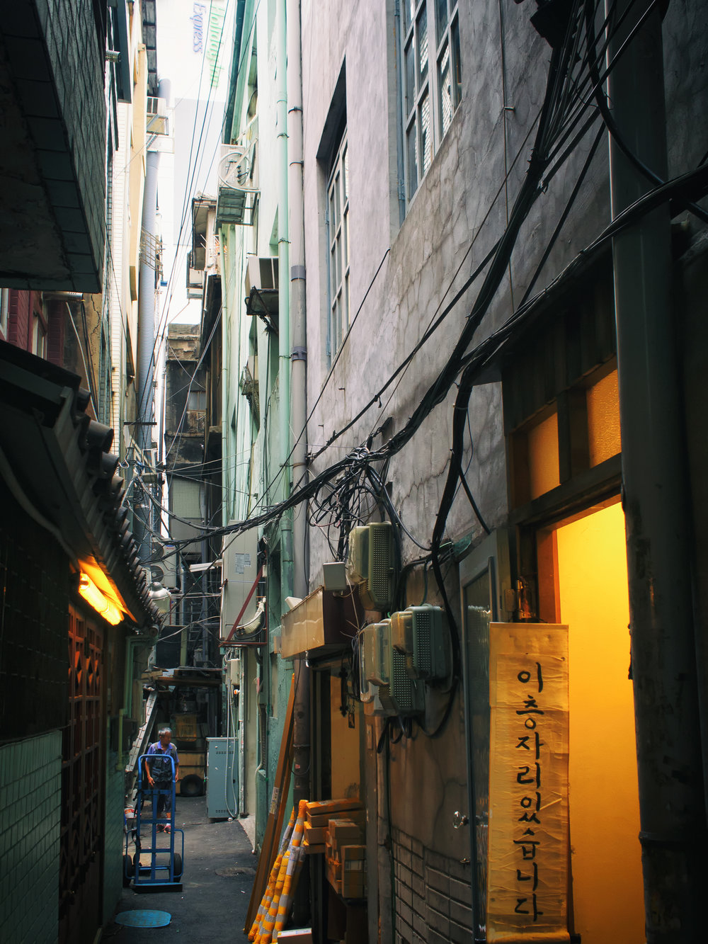 Coffee Hanyakbang is located in this narrow alley.