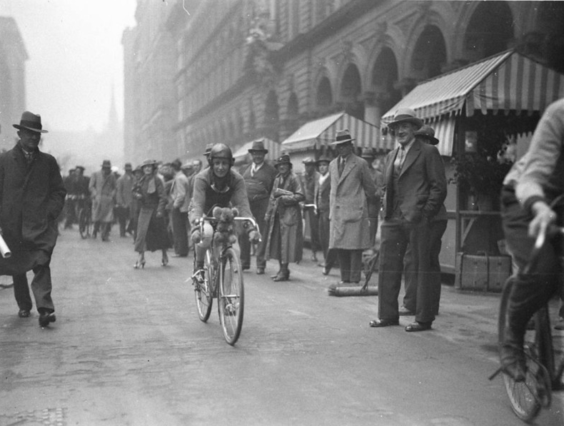Billie Samuels on a Malvern Star cycle leaving for Melbourne from Martin Place