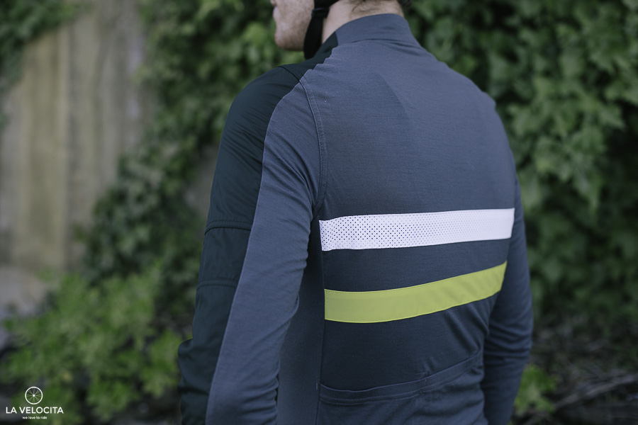 The long sleeve version suits proper winter awfulness. You get more merino  and polyester all the way down to your wrists with an ample-arm length. ae9bb717b