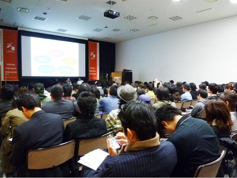 技術普及の為に講演や大学での講義を行なっています。 メディアリウムの様々な使い方の提案や多方面での表現の発展のため、大学やイベントなどで講演を行っています。また、インターンの受け入れなどを通じて、技術の普及にも取り組んでいます。